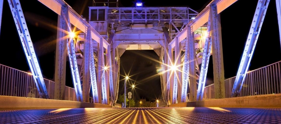 Un pont lumineux