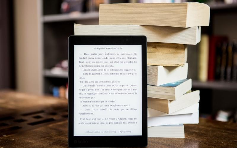 Liseuse électronique et livres papiers