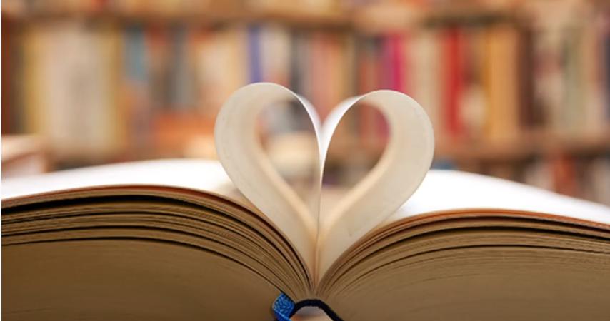 Livre dont le spages forment un coeur