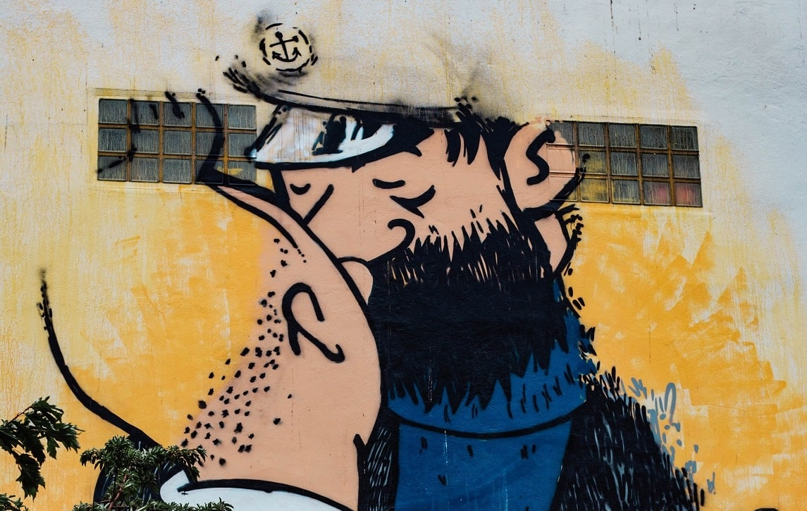 Tintin et le capitaine Haddock s'embrassant  - tag