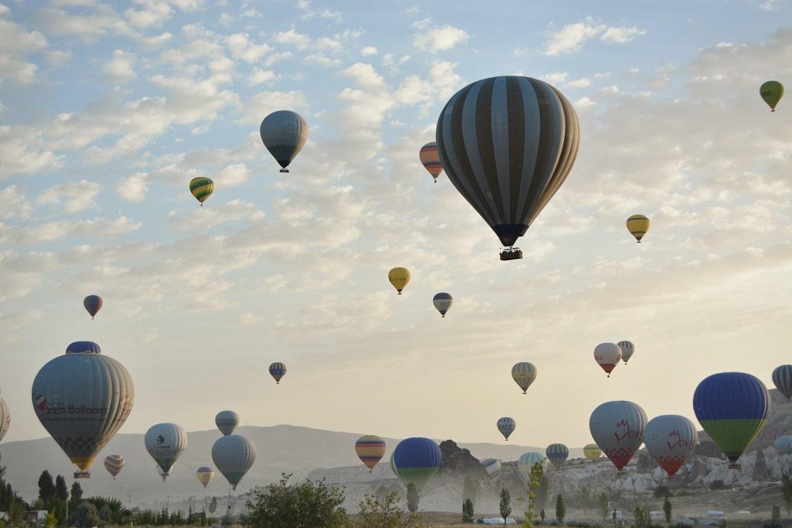 dizaines de montgolfières