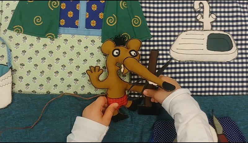 """Image tirée du film réalisé à partir du tapis de lecture """"La souris et le voleur"""""""